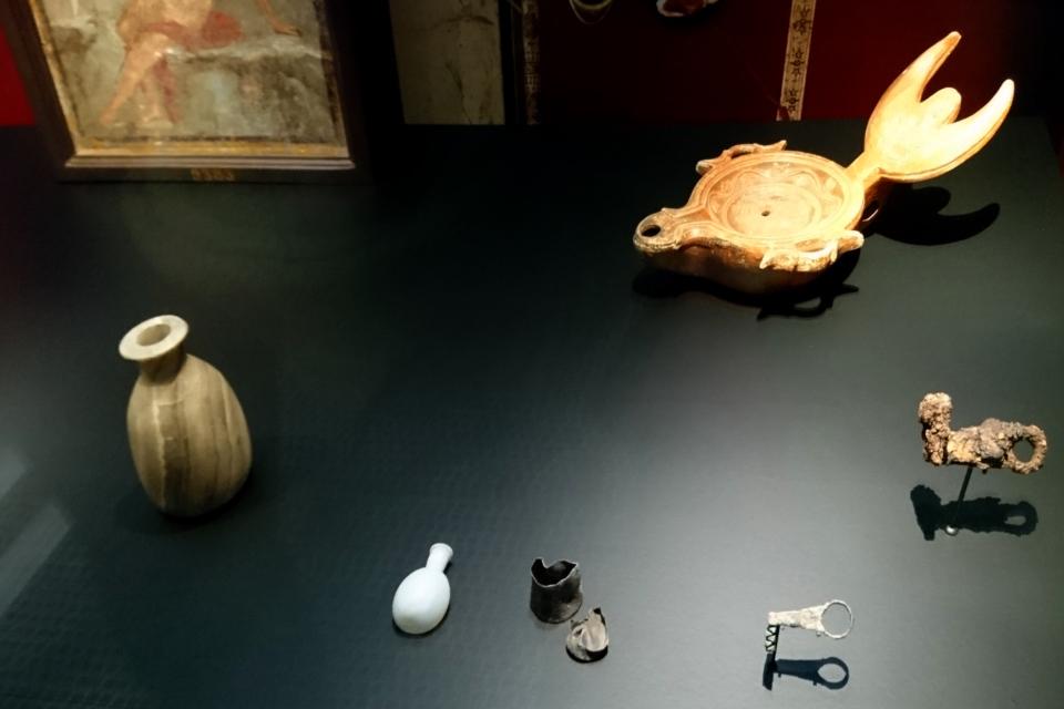 Масляная лампа и железные ключи от дома или шкафа, Помпеи, 1 век н.э.