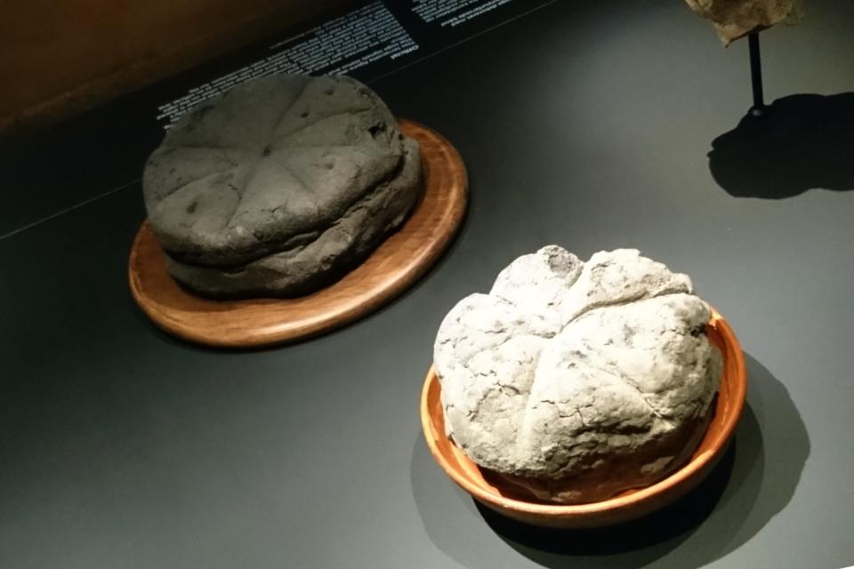 Обугленный хлеб из Помпеи, 1 в. н.э.