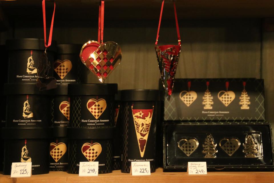 Латунные рождественские сердечки из коллекции сувениров Андерсена, Дания