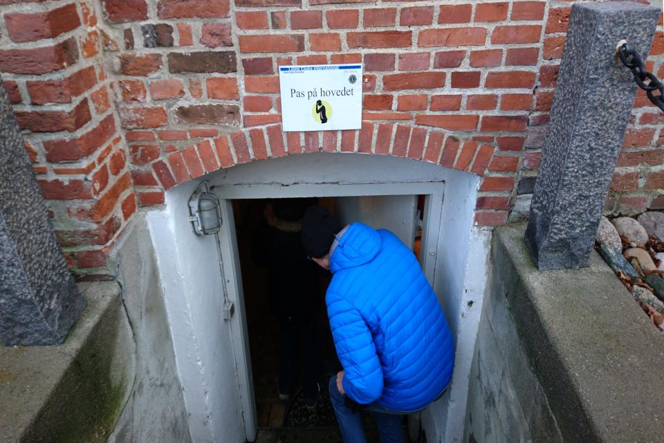 Вход в подвал замка Ульструп, Дания