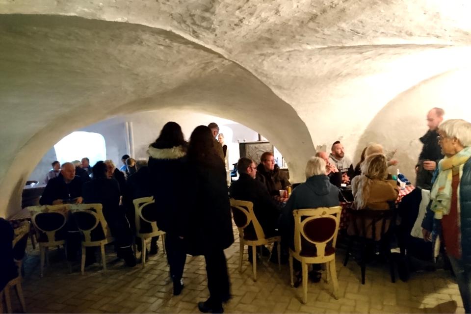 Глогг и выпечка в подвале замка Ульструп / Ulstrup slot. Фото 7 дек. 2019, Дания