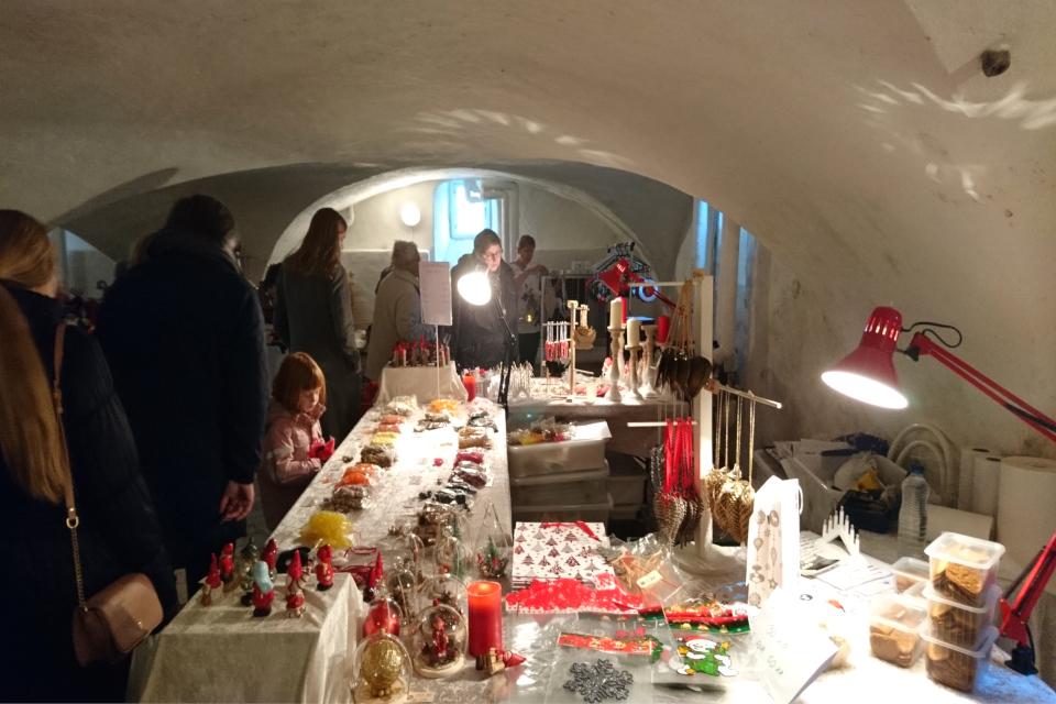 Рождественский базар в замке Ульструп / Ulstrup slot, в подвале, Дания