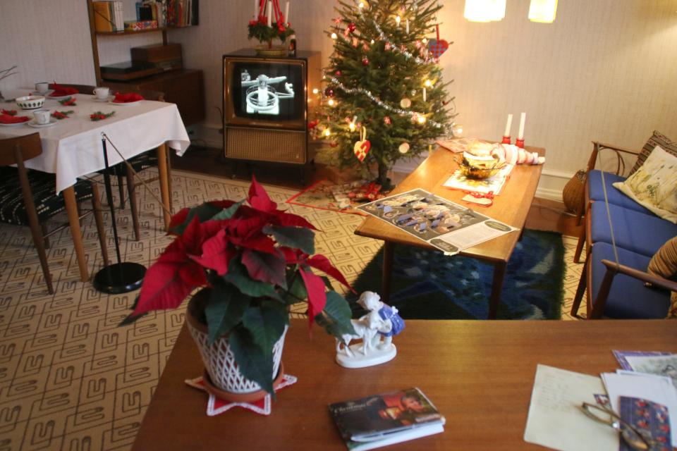 Интерьер дома 1974 года с рождественскими украшениями, Дания